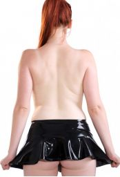 Mini jupe en latex